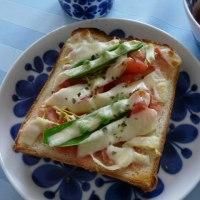 明太子&トマト&スナップエンドウのチーズトースト