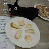 本日の チーズ & ワイン教室は ウォッシュチーズ!