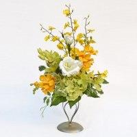 造花のラン(蘭)を3種使用した仏花スタンドです。