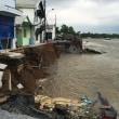 浸食でメコン河岸が荒廃