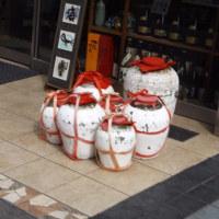 中華街で唯一酒屋(日本酒中心)を営む「一石屋酒店」(南門・蘇州)、亀だし紹興酒も魅力。