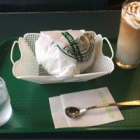 函館ご当地バーガー ラッキーピエロのチャイニーズチキンバーガー