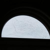 ガラスが切れる超常現象?!