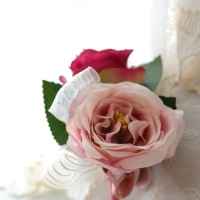 ベリーピンクのバラのクラッチブーケ