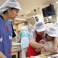 9月号の表紙は「魚と触れ合う夏の食イベント盛況」(石狩浜・札幌中央卸売市場・赤レンガキッチン)です。