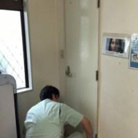待合室のトイレの鍵が掛からない、大問題です・・・