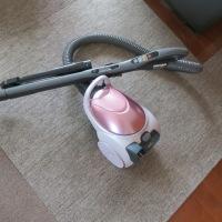 新しいキャニスター型掃除機