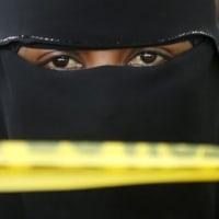 服装は命より大事なのか?サウジアラビアでヒジャブを着用せずに写真を撮った女性を死刑にするよう呼びかけられる。