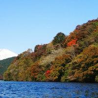 芦ノ湖、秋シーズンスタートです。