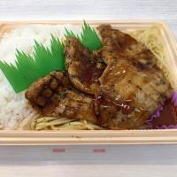 炭焼き豚焼肉弁当を頂きました。 at セブンイレブン 横浜クロスゲート店