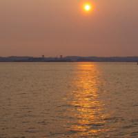 プラリと行く伊豆大島、その7_お別れの紙テープ、夕陽。