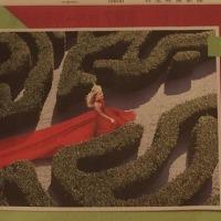 トピアリー庭園にレッドカーペット?