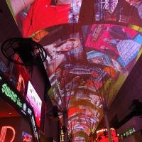 ラスベガスの夜!フリーモント・ストリート・エクスペリエンスのアーケードの天井は必見