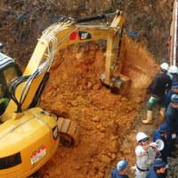 違法かつ危険な作業がくり返されるヘリパッド建設現場。