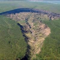 シベリアにできた巨大な穴、直径1km、止まらぬ拡大【地下世界への門】