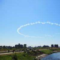 熊本の空で復興願って「ブルーインパルス」が舞う