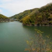 昨日のジョイフルウォークは、雨で休んだので、今日は、知明湖畔を歩いた。