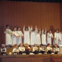 年長組☆1か月1か国・衣装を着て聖劇練習