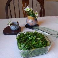 プランターのセロリーを収穫し、調理しました。