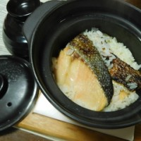 昆布漬け二段仕込み秋鮭の土鍋炊き込みご飯☆