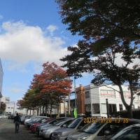 秋田県立図書館裏の紅葉