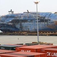 フェリーSEOWLが台船から港内に移された  韓国