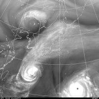 台風27号日本沿岸の南を北東へ、28号小笠原諸島を北東へ