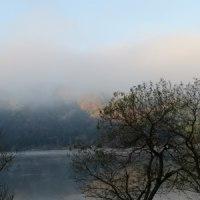 晩秋の余呉湖