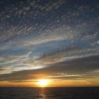 2016年小笠原村硫黄島慰霊墓参(400)小笠原丸で硫黄島を周回(111)太平洋に沈む夕日(4)