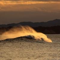 1月19日  夕暮れの波頭