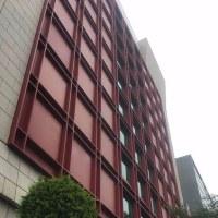 真っ赤な建物