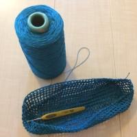 コーンの糸で編み始めてしまった