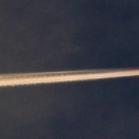 飛行機雲の虹