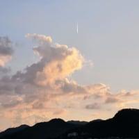 今日の「六甲山」上空は1機の飛行機雲