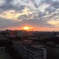 雲間に夕日が現れました。寒い1日でした。