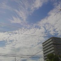 本日大阪今宮戎駅上空地震雲。