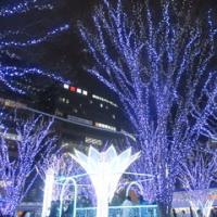 博多駅前広場のイルミネーション。