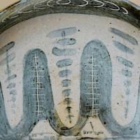 氏素性の解らぬ作品 白化粧彫山水図大皿 その (未整理)