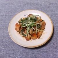 つまみ 豚コロ肉と水菜の焼肉タレ炒め