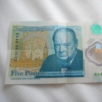 イギリスに行かれる方にご注意~古い5ポンド紙幣は使えません・・・