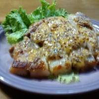 色っぽい大根さんなど、お隣さんから家庭菜園のお野菜を頂戴しました。お夕飯は豚ロースのマスタード焼きなど。