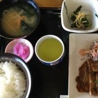 10月17日の日替わり定食550円は ポークロースのソース焼き です。