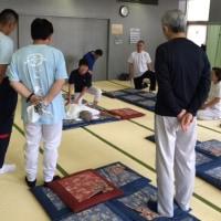 9月の月例練習会、「肩甲下部の圧し方上達」見つめ繰り返し練習