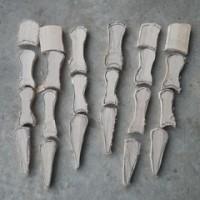 ピグモンの手を木で作ります。