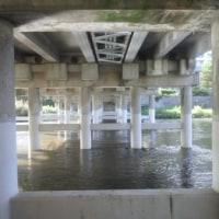 上の橋の下