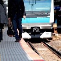 自殺のため、電車に飛び込む前に…  (再)