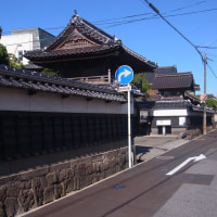 白壁土蔵と九つの寺が連なる城下を歩く