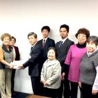 国民健康保険税の連続値上げ中止を求める署名(3172筆)を市長に提出