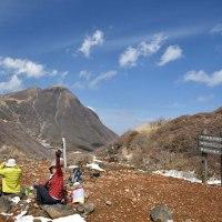 くじゅう・鉾立峠 ~  美しい景色を前に ・・ 山ご飯も 美味でした(^o^)。