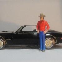 「トランザム7000」のバンディットとポンティアック 1977ファイアーバード トランザム Bandit and Pontiac 1976 Firebird Trans Am(1/18)
